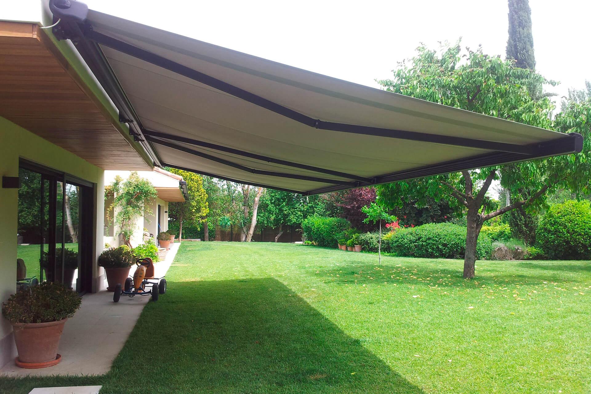 Persianas toldos techos pergolas cortinas de cristal for Precio toldos extensibles